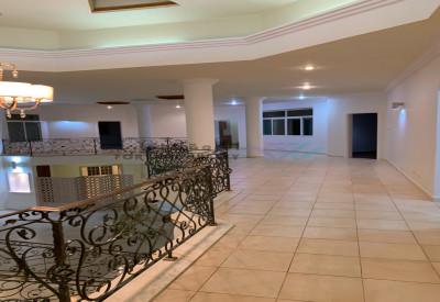 قصر بحي المحمدية فاخر  بمساحة 2163م٢ شارعين - مساحات بنائية طيبة وساحات حدائق