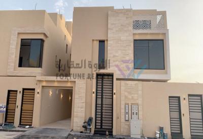 للبيع فيلا درج صاله وشقتين مع مصعد تكييف مركزي شمال الرياض النرجس واجهه شرقيه مساحة 450 م