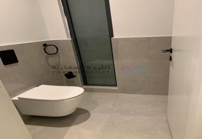 للبيع فيلا درج داخلي وشقه حي القمرا 10 شمال سلمان مساحه 377م