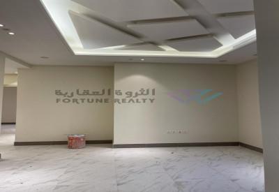 للبيع فله درج صاله دبلكس مودرن مع بدروم ومسبح ومصعد شمال الرياض. حي الياسمين مساحة 304 م واجهه شماليه