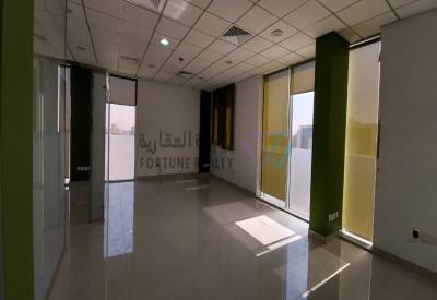 مكتب مطل على الملك عبدالله الحمراء