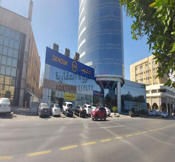 للايجار معرض على طريق الملك فهد